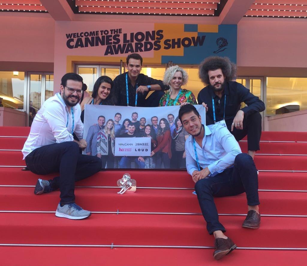 Na imagem, o staff WMcCann está no show de premiação de Cannes.